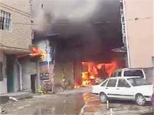 南宁安吉大道一棉胎厂仓库发生火灾