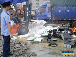 港口工商对查处、没收物品集中销毁