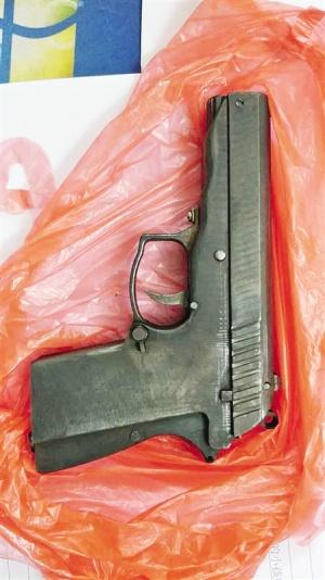 宾阳全城搜捕11小时抓获持枪男子 缴获仿64式手枪