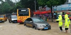 强降雨袭击罗城 民警奋战在救灾一线