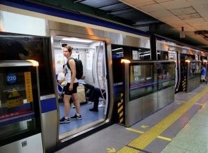 北京地铁2号线屏蔽门全部启用