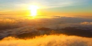 那雾山惊现佛光普照奇观