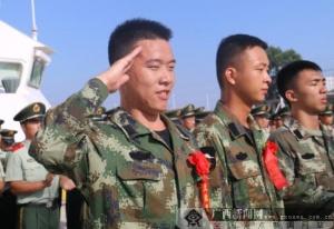 """""""最后的军礼""""广西海警三支队欢送退伍老兵"""