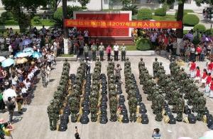 罗城:65名新兵启程赴军营(组图)