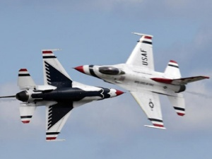 美安德鲁斯空军基地举行飞行表演