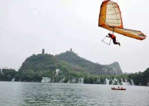 2014柳州国际水上狂欢节 鸟飞人趣味互动强