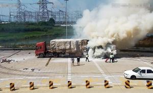 载32吨纸皮半挂车高速上自燃 多部门合力灭火(图)