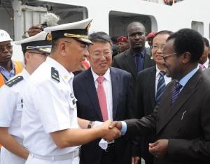 中国海军和平方舟医院船首访塞拉利昂