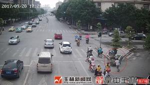 三轮车刮擦轿车不停车 轿车司机被拖拽行百米(图)