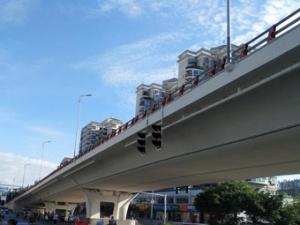 高清组图:桂林香江立交桥平交层试行通车 10月竣工
