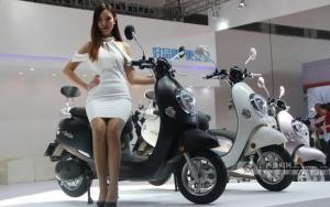 高清:广西第二届新能源汽车电动车博览会开幕
