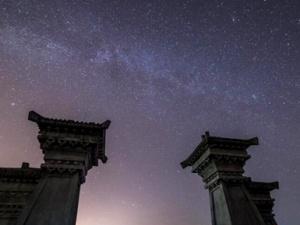 钦州三娘湾夜空静谧 流星划过银河(组图)