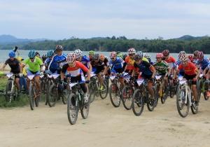 融安举办山地自行车赛 骑行爱好者展开角逐(图)