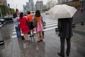 """""""卡努""""来访广西""""一夜入秋"""" 预计18日后气温回升"""