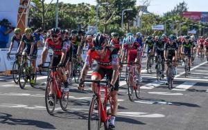 2017环广西公路自行车世界巡回赛开赛(组图)