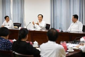 彭清华在南宁市金桥社区宣讲党的十九大精神