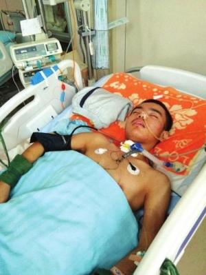 12岁男孩昏迷40多天 父母亲:砸锅卖铁也要救孩子