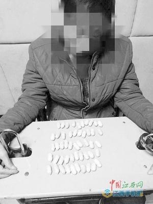 男子欠赌债被逼吞50粒毒品胶囊 28小时后南昌落网