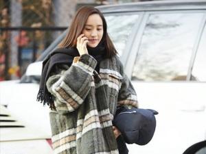 王智街拍示范冬日穿搭 舒适风look显甜美范儿