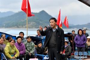 广西隆林:水上宣讲十九大精神