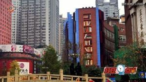 """重庆一老旧大楼变身巨型""""书架"""""""