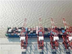 上海洋山深水港四期自动化码头开港试生产