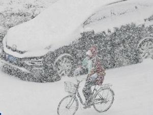 山东烟台普降大雪