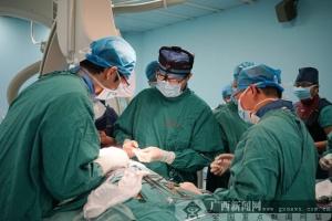 广西首例经心尖导管主动脉瓣置入术顺利完成(图)