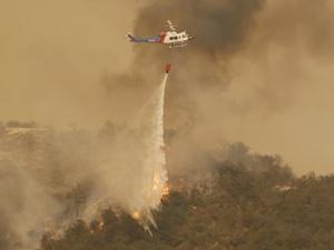 加州南部山火威胁圣巴巴拉