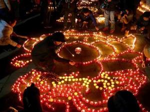 """西安广仁寺""""古灯法会""""点亮数万盏酥油灯"""