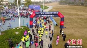 扬州冬季跑古运河畔开跑 800名市民寒风中挑战自我