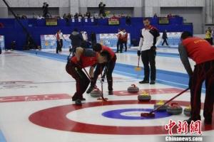 青海国际冰壶精英赛首个比赛日:中国男队一胜一负