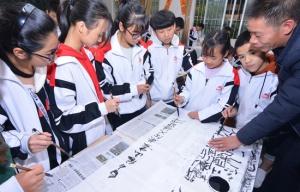 百色:千名学生校园内学书画(图)
