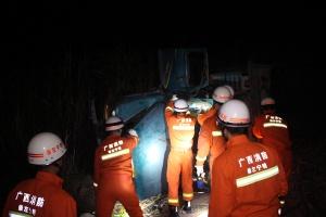 宁明一运载甘蔗后推车侧翻 司机被压不幸遇难(图)