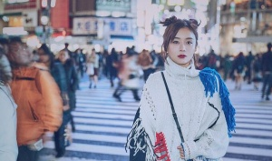 袁姗姗演绎潮酷街头风彰显个性