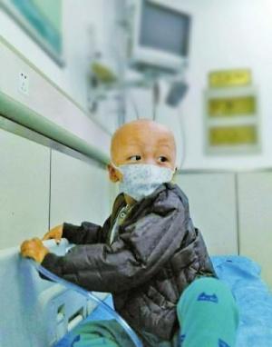 夫妇记录两岁半儿子抗肿瘤过程:打跑肚里的怪兽