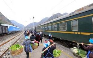 """贵州:山区""""慢火车"""" 独特风景线"""