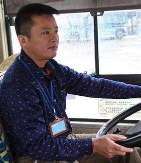 好司机韦来源  临危不乱保护乘客安全 带伤勇救肇事车主