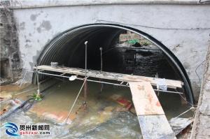 贺州前进路排洪河桥开始加固维修