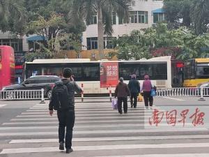 南宁市仙葫大道两处交通设施改进(图)