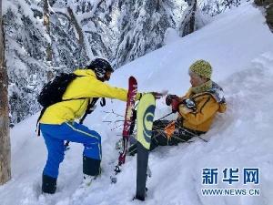 中国游客日本见义勇为被困雪山成功获救