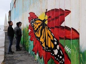 高清组图:探访美墨边境隔离墙