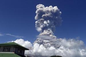 菲律宾马荣火山喷发危险上升