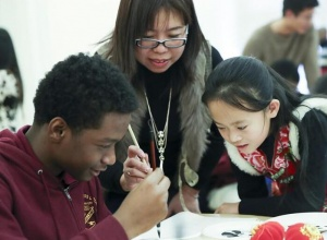 中美学生在纽约交流中国传统文化