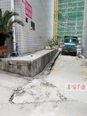 一小区地基下沉墙体开裂 上百名居民搬进宾馆(图)