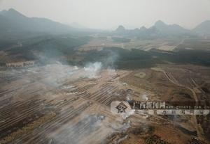 广西多地存在秸秆焚烧现象 大气污染防控形势严峻