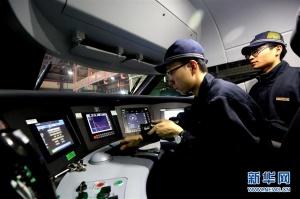 众多行业工作人员坚守岗位 在工作中度过新春佳节