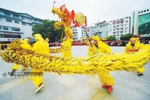"""桂林龙胜各族自治县:""""草龙闹春""""贺新年(高清)"""