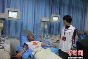 海南一村长带领70余村民组团爱心献血