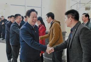 刘有明何良军节后上班首日走访慰问干部职工
